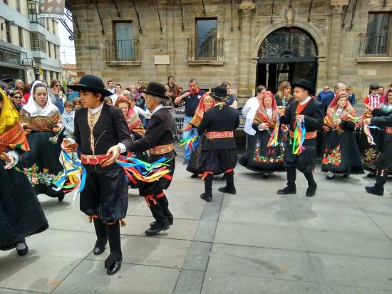 Dancing in the plaza - fantastico!