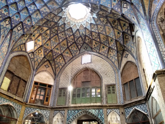 Sometimes, if one doesn't remember to look up, one misses so much. At the Kashan bazaar - caravanserai.