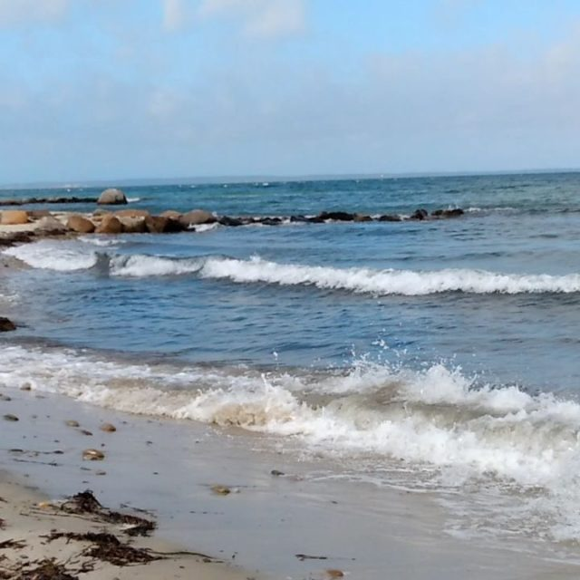 Lambert Cove, Martha's Vineyard. #breakingwaves #marthasvineyard #seashore #travel #beach #beachday #travelblogger