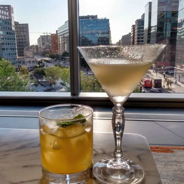 Cocktails with a view. #happyhour #birthday #cheers #conradhilton #washingtondc #mydccool #travelphotography #cocktails
